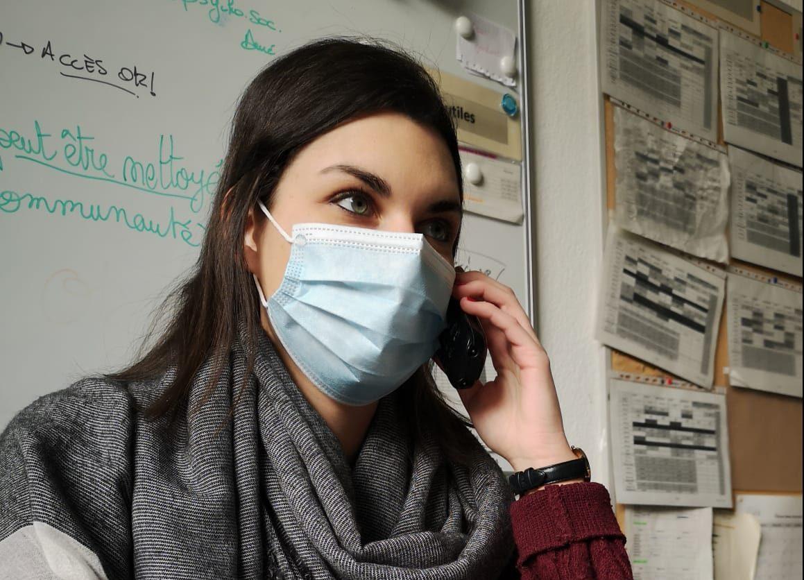 Céline, stagiaire chez Abaka en psychologie clinique au téléphone.